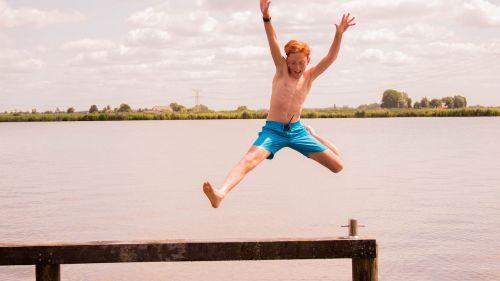 šokinėti,vanduo,linksma