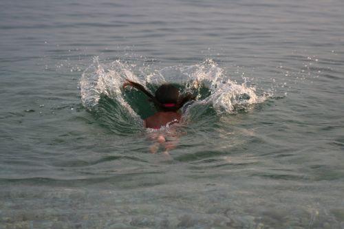 šokinėti,maudytis,vanduo
