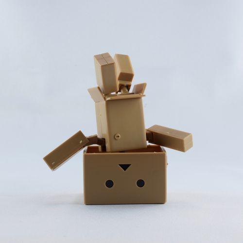 kartobotas, mini yotsuba, deko, žaislai, yotsubato, žaislų figūra, plastmasinis, dovanos, Amazonės figūra, figūra, plastiko figūra, manga, Kartoninė dėžutė, gofruotoji lenta, stovi ant galvos, laimingas, be honoraro mokesčio