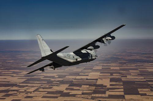kc-130j hercules,transportas,kroviniai,orlaivis,aviacija,gabenimas,lėktuvas,lėktuvas,oras,skrydis,kelionė,komercinis,dangus,greitis,industrija,kroviniai,debesis,logistika