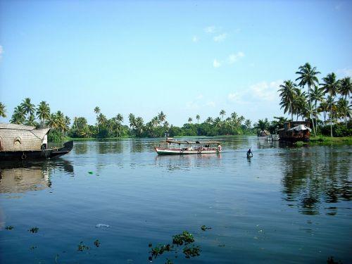 kerala,Pietų Indija,griuvėsiai,valtis,namelis,Indija