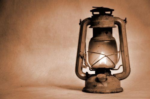 žibalo lempa,senoji lempa,pakaitinė lempa,šviesa,apšvietimas,aliejus,šviesti,nuotaika