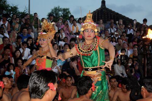 ketčako šokis,bali,šokis,Indonezija,Balio šokis,šokių šou,hinduizmas,šventyklos šokėja,tradiciškai