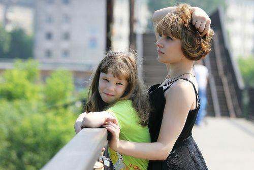 vaikai,vasara,fotografuoti vaikus,vaikščioti,saulėta diena,šeima,atostogos,Rusija,vaikystę,emocijos,diena,tiltas