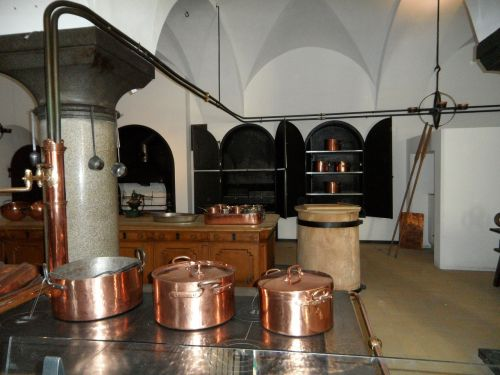 virtuvė,senas,muziejus,muziejaus virtuvė,rūmų virtuvė,blizgantis,Žalvaris