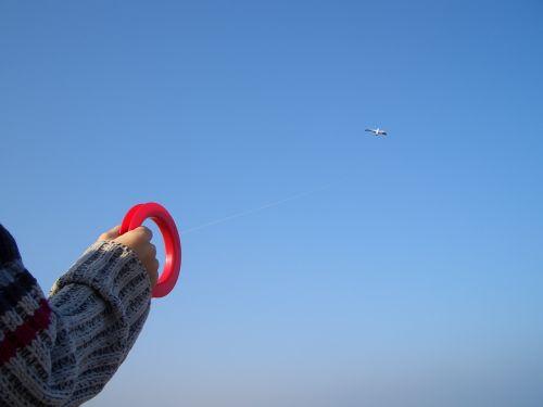 vaiduoklis, vėjas, dangus, žaisti, žaislai, drakonas kyla, drakonai, mėlynas, vaikas, ranka, kajakas, skraidantys aitvarai, vasara, ruduo, šventė, Vaikų atostogos