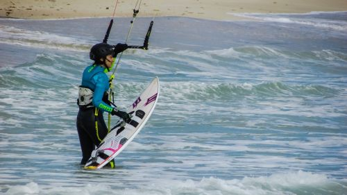 Kite surfer,jėgos aitvarų sportas,aktyvus,Sportas,moteris,kiteboarding,kiteboard,kitesurf,laisvalaikis,adrenalinas,surfer,Atletiškas,papludimys,jūra