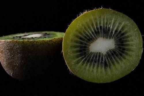kivi,vaisiai,turtingumas,pietų vaisiai,šviežias,žalias,gamta,vitaminai,vaisiaus vidus,valgymas,sveika mityba,pusė,šviežumas,tropiniai vaisiai,vienas vaisių gabalas,sveika mityba,supjaustytas,mityba