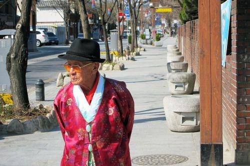 Korėja,gatvė,rytas,Seulas,senas vyras,skrybėlę,raudona,vaikščioti,vaikščioti