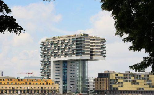 kranhaus,architektūra,Kelnas,šiuolaikiška,pastatas,stiklo langas,moderni architektūra,namai,Reino upė,rinas,Rheinauhafen,Vokietija,dangoraižis,gyvenamoji vieta,biurų pastatas,gyvenamieji pastatai,plieno santvarų konstrukcija,įspūdingas,įspūdingas pastato formos,reginas,muitinės uostas,tektoninė koncepcija,Senamiestis,stiklas,Kelnas ant Reino,medžiai,perspektyva