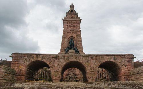 kyffhäuser paminklas,barbaroso paminklas,kaiser-wilhelm paminklas,kyffhäuser kalnai,Steinthal tiesiog,Turingijos federalinė žemė,paminklas,wilhelm i,imperatorius,statula,Reiter,istorija,Vokietija,turistų atrakcijos,bokštas,smėlio akmuo,raudona