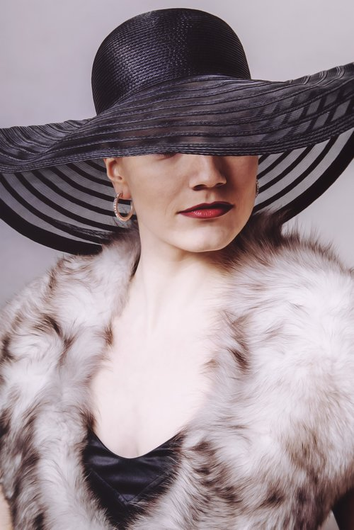 Lady, kepurė, moteris, veidas, žmogus, žmogus, šypsosi, mada, raudona, graži, moterys, suknelė, suaugę, portretas, kailiai, patrauklus, Gyvenimo būdas, laimingas, gražus, žavus, Moteris, grožis