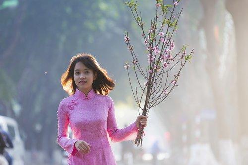 Lady rožinė, Hanojus mergina, šviesus šypsena, miela mergina, Hanoi, Hanojus-vietnamas, ankstus rytas, rožinis, persikų gėlių, persikų žiedas, Hanoi Old Quarter