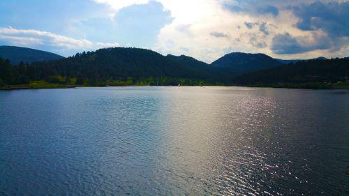ežeras,burinė valtis,saulė,reljefas,kraštovaizdis,vanduo,burlaivis,valtis,laivas,Colorado,Colorado ežeras,atviras ežeras,didelis ežeras,mėlynas ežeras,valtis vandenyje,valtis ežere