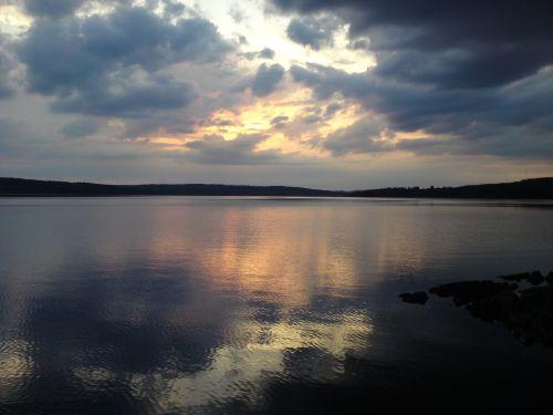 Ežeras, Saulėlydis, Ro, Vandens Kraštas, Tyla, Vasara, Vakaro Saulė, Beviltiška