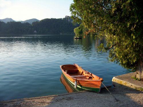 ežeras bledas,karawanken,slovenia,Gorenjska regionas,pasivaikščiojimas,Haunting,pasaka,Atsipalaiduoti,Atsipalaiduoti,valtys,lyrinis,gondola,romantiškas,Alpių žygiai,jumbo,uosto motyvai,atsipalaiduoti,balkanų,Alpių,badesee