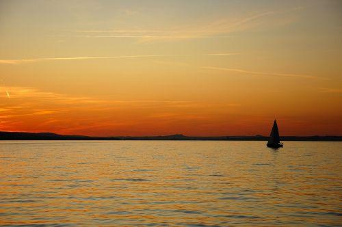 ežero konstanta, vanduo, dusk, vandenys, panorama, dangus, saulėlydis, nuotaika, atspindys, tolimas vaizdas, burinė valtis