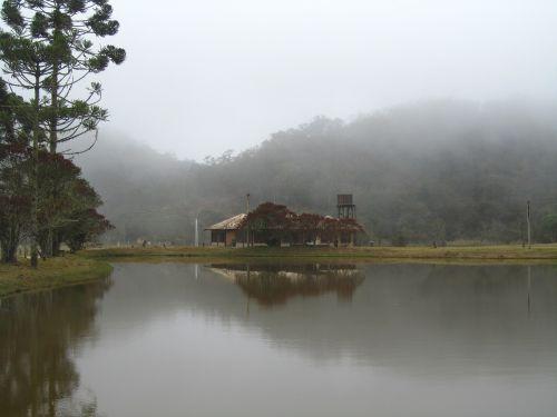 ežero namas,ežeras,rūkas,baisus