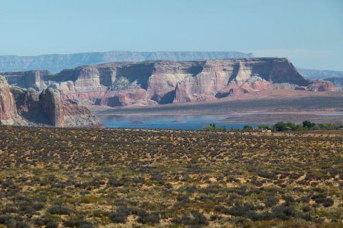 ežero powell,Arizona,usa,turistų atrakcijos,lauke,veikla,vandens sportas,plaukiojimas,maudytis,banglenčių sportas,poilsis,gamta,kraštovaizdis,raudona,akmenys,debesys,vasara,peizažas,natūralus,natūralus vanduo,ežeras,rezervuaras,kaimas
