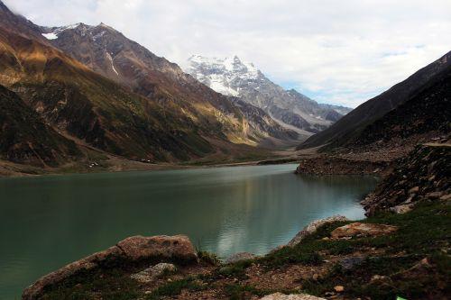 ežeras saiful muluk,ežeras saiful maluk,ežeras,kalnas,kalninis ežeras,gamta,vanduo,žalias,aukštis,kelionė,sniegas,piko,Highlands,ramus,debesys,dangus,Pakistanas,dangaus debesys,taikus,jheel,ežeras saif ul malook,pak,naran