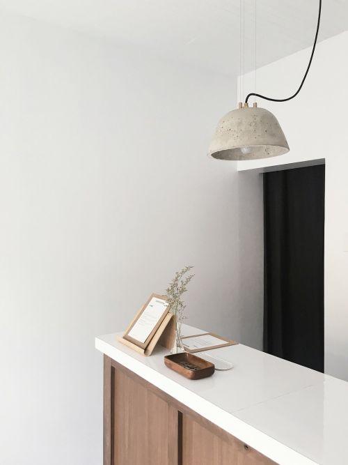 lempa,šviesa,siena,stalas,kabinetas,moneta,kartonas,gėlė