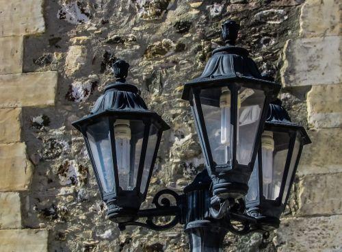 lempos,elegancija,siena,gatvė