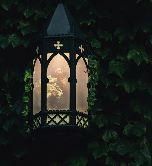 lempos,šviesa,vyras,berniukas,fėja,šviesus,lemputė,apšviestas,ivy stebuklinga,vaizduotė,šviesti,stiklas,kūrybiškumas,įkvėpimas,manipuliavimas,skaitmeninis,kūrybingas,naktis,meno