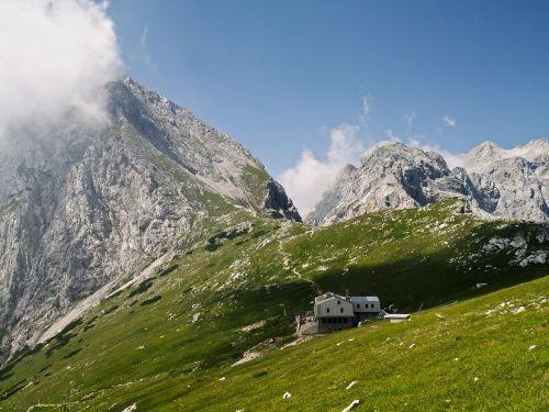 kraštovaizdis,kalnas,gamta,lauke,kaimas,žalias,kaimas,dangus,kalnas,slėnis,gamtos kraštovaizdis,debesys,grazus krastovaizdis,peizažai,gražus,namas