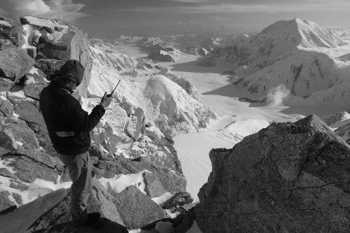 kraštovaizdis,alpinizmas,Ranger,aukšta stovykla,radijas,racija,komunikacija,juoda ir balta,sniegas,kalnai,nuotykis,alpinizmas,žygiai,Sportas,keliautojas,gamta,Alpinizmas,lauke,ekstremalios,gyvenimo būdas,motyvacija,iššūkis,įkvepiantis