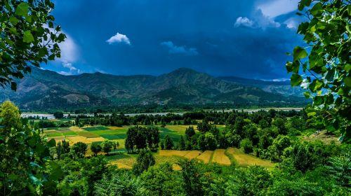 kraštovaizdis,gamta,laukas,ūkis,kalnas,ežeras,vanduo,mėlynas,debesys,dangus,tamsi,medžiai,žalias
