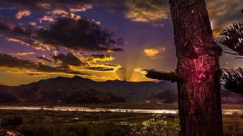 kraštovaizdis,gamta,laukas,ūkis,kalnas,ežeras,vanduo,debesys,dangus,tamsi,saulės šviesa,saulėlydis