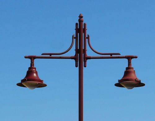 žibintas,gatvės lempa,šviesa,lempa,gatvės apšvietimas,istoriškai,horizontalus,lygus,dvigubas,dangus,mėlynas,technologija,nušviesti,apšvietimas,istorinis gatvių apšvietimas,apšviesti