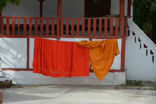 laosas,vienuolis,šventykla