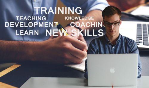 nešiojamas kompiuteris,nešiojamojo kompiuterio,vyras,verslininkas,mokymas,plėtra,įgūdžiai,gali,mokytis,ekonomika,finansai,vertybinių popierių birža,prekyba,plėtra,verslas