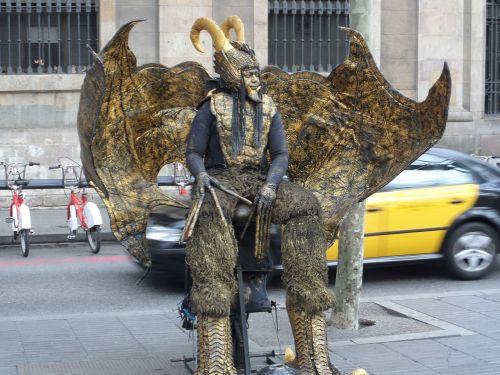 las ramblas,barcelona,menininkas,gatvė,gatvės atlikėjas,atlikėjas,kostiumas,kaukė,spektaklis,aktorius