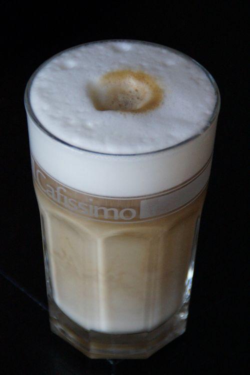 latte macchiato,kava,stiklas,batten,kavinė,kavinė au lait,gerti,kofeinas,atsipalaidavimas,Milchschaum,putos,pieno kavinė,karštas,naudos iš