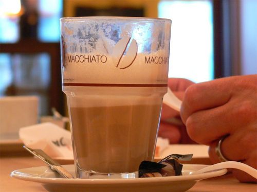 latte macchiato,kava,kavinė,kavinė au lait,pieno kavinė,gerti,maistas,valgyti,valgomieji,kofeinas,stiklas,atsipalaidavimas