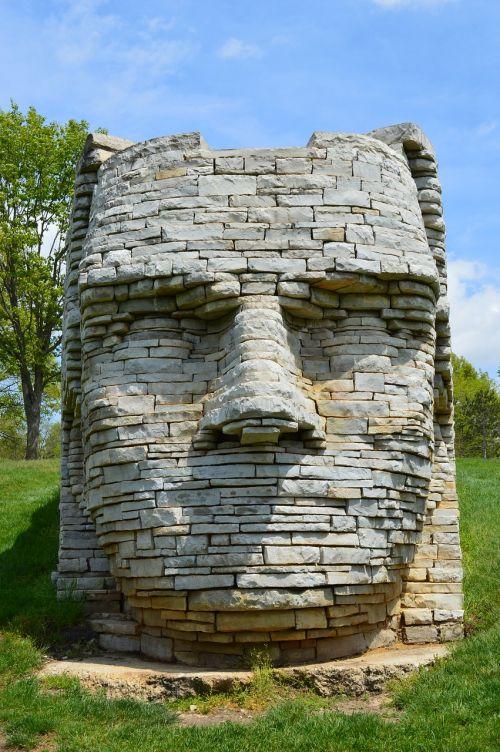 odos lūpų,vyriausiasis,Indėnas,skulptūra,menas,Scioto parkas,dublin ohio,Indijos vyriausiasis,vandando gentis,wyandots,akmens skulptūra,didelė skulptūra,menininkas,Ohio gentis,garsus Indijos vyriausiasis,veidas,3d