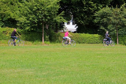 laisvalaikis,atsigavimas,šventė,dviratininkai,dviratis,dviračiu,dviračių kelionė,pasivažinėjimas dviračiu,ratas,toli,dviračių takas