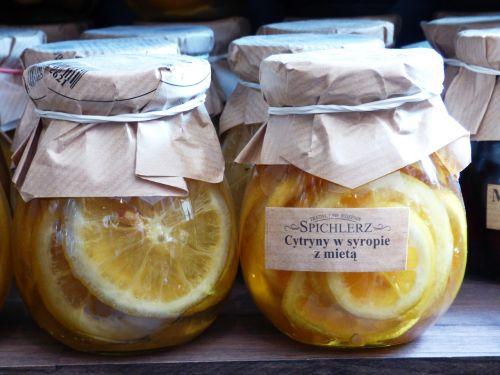 citrina,citrusiniai,stiklainiai,mėtų,atsipalaidavimas,vitamino C,energijos šuolis,sveikata,sultingi citrusiniai vaisiai,aromatas,valgymas,maistas,preparatai