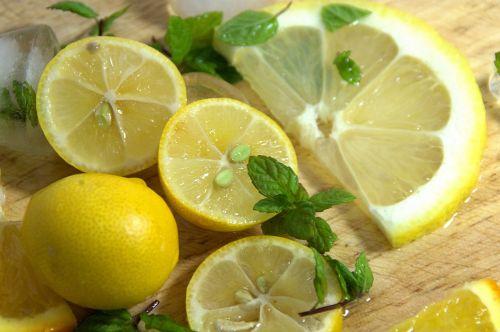 citrina, gabaliukai, mėtų, lapai, ledas, gėrimai, kokteiliai, citrusiniai, šlapias, vanduo, šviežias, naujas, skonis, fonas, kvapas, aromatas, barmenas, sumaišytas, maistas, restoranas, foodie, citrina ir mėta