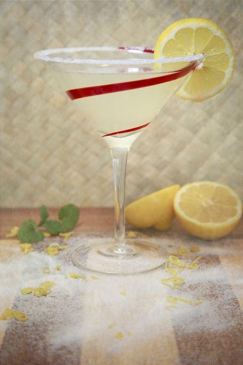 citrinos lašas,gerti,alkoholis,citrina,lašas,Martini,kokteilis,stiklas,degtinė,baras,gėrimas,vakarėlis,šaltas
