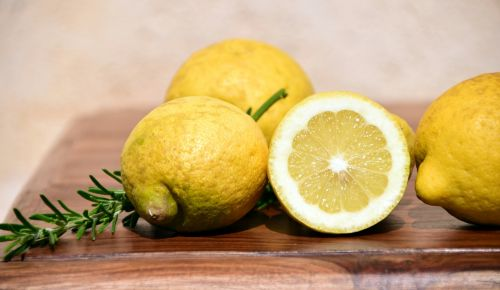citrinos,Viduržemio jūros,Citrusiniai vaisiai,citrusiniai,vaisiai,vitaminai,geltona,rūgštus,prinokę,italy,sicilija,rozmarinas,maistas,valgyti