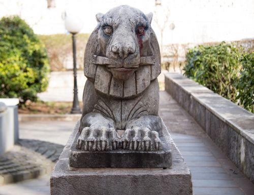 leo,gargoyle,skulptūra,paminklas,statula,kelionė,akmuo,šuo,menas,vartai,gatekeeper,istorija,turizmas,architektūra,lankytinos vietos,fasadas,kultūra,istorinis,architektūra,dizainas