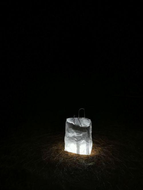 šviesa,naktis,tamsa,naktį,žibintai,naktinė fotografija,žibintas,atmosfera,apšvietimas,naktinė nuotrauka,popierinis maišelis,lempa,kontrastas