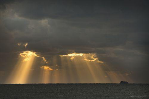 apšviesti,raudona,sala,jūros dangaus poveikis,debesis,twilight,saulėlydis,jūra,lemputė,jūros poveikis,debesys,dusk