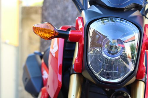 šviesos kaukė,lenktynės,dviratis,raudona,mašina,išjungė,dviračių transporto priemonė,deko,transporto priemonė,judėti,125cc,motociklas,parkas,judėjimas,transporto priemonė,flitzer,blinker,Honda,mikrobikas,linksma