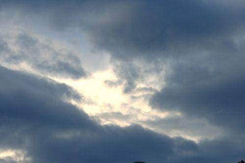 dangus, debesys, tamsi, atidarymas, pleistras, šviesa, šviesus pleistras tamsiuose debesyse