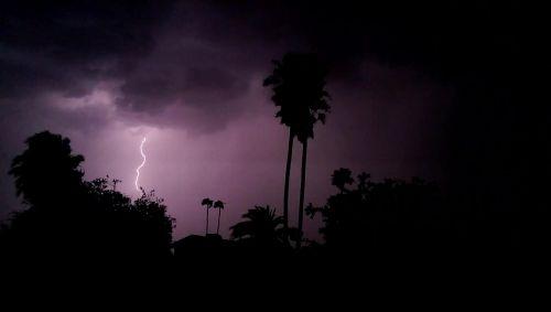 žaibas,audra,naktis,debesys,tamsi,griauna,griauna