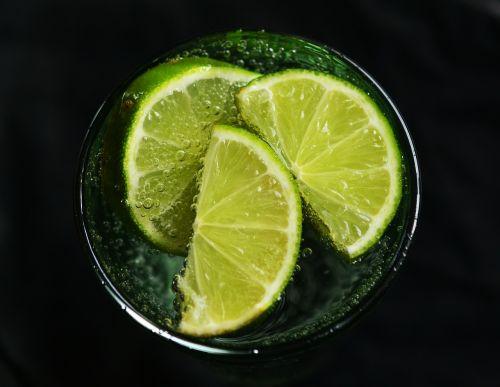 kalkės,vanduo,atsipalaidavimas,detoksikacija,vitaminai,gerti,Detox vanduo,į sveikatą,stiklas,karoliukas,burbulas,mineralinis vanduo,pūslelinė,anglies rūgštis,vaisiai
